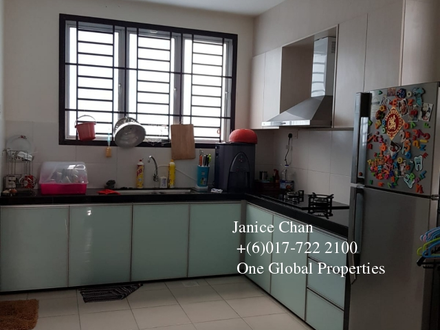 taman seri austin double storey house Photo 3